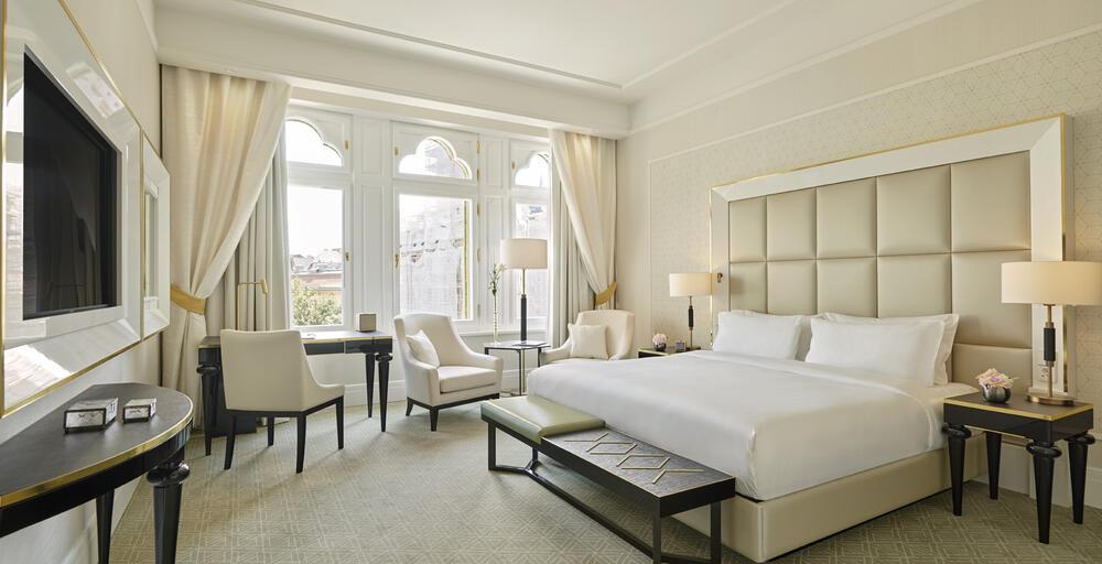 1 King Bed Deluxe City View